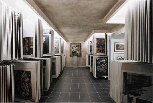 RR-Galerie Berlin - Tiefgeschoss mit den Kunstdrucken